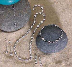 Kit Heath Coast pebbles Chain Drop Earings