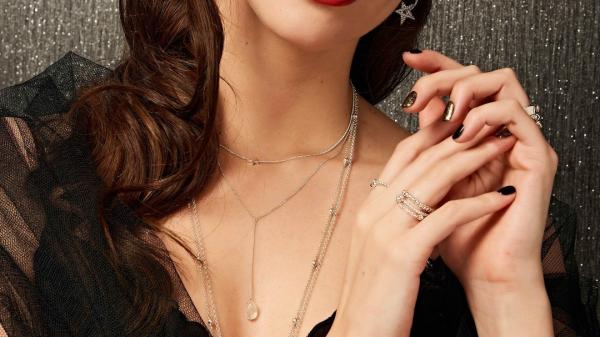 Christmas jewellery: 5 looks for Christmas at home